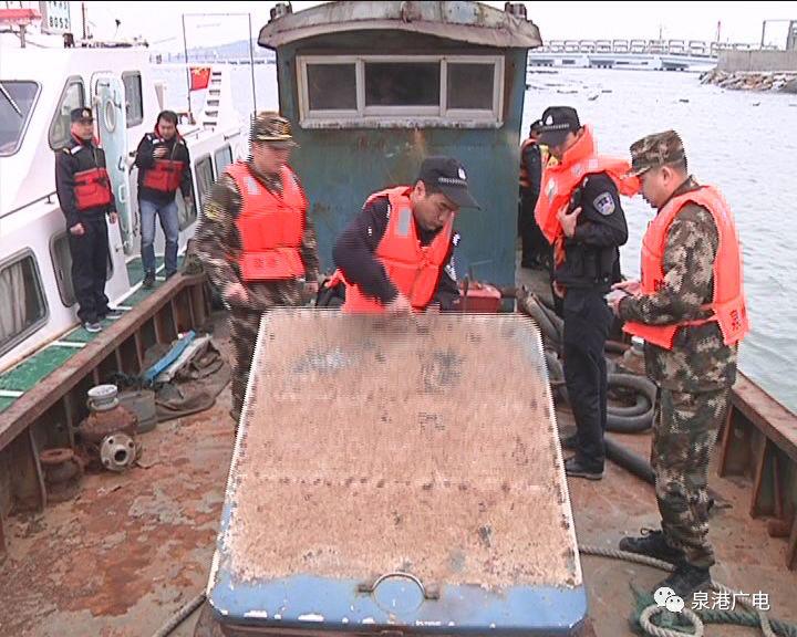肖厝一艘渔船被警方扣押,
